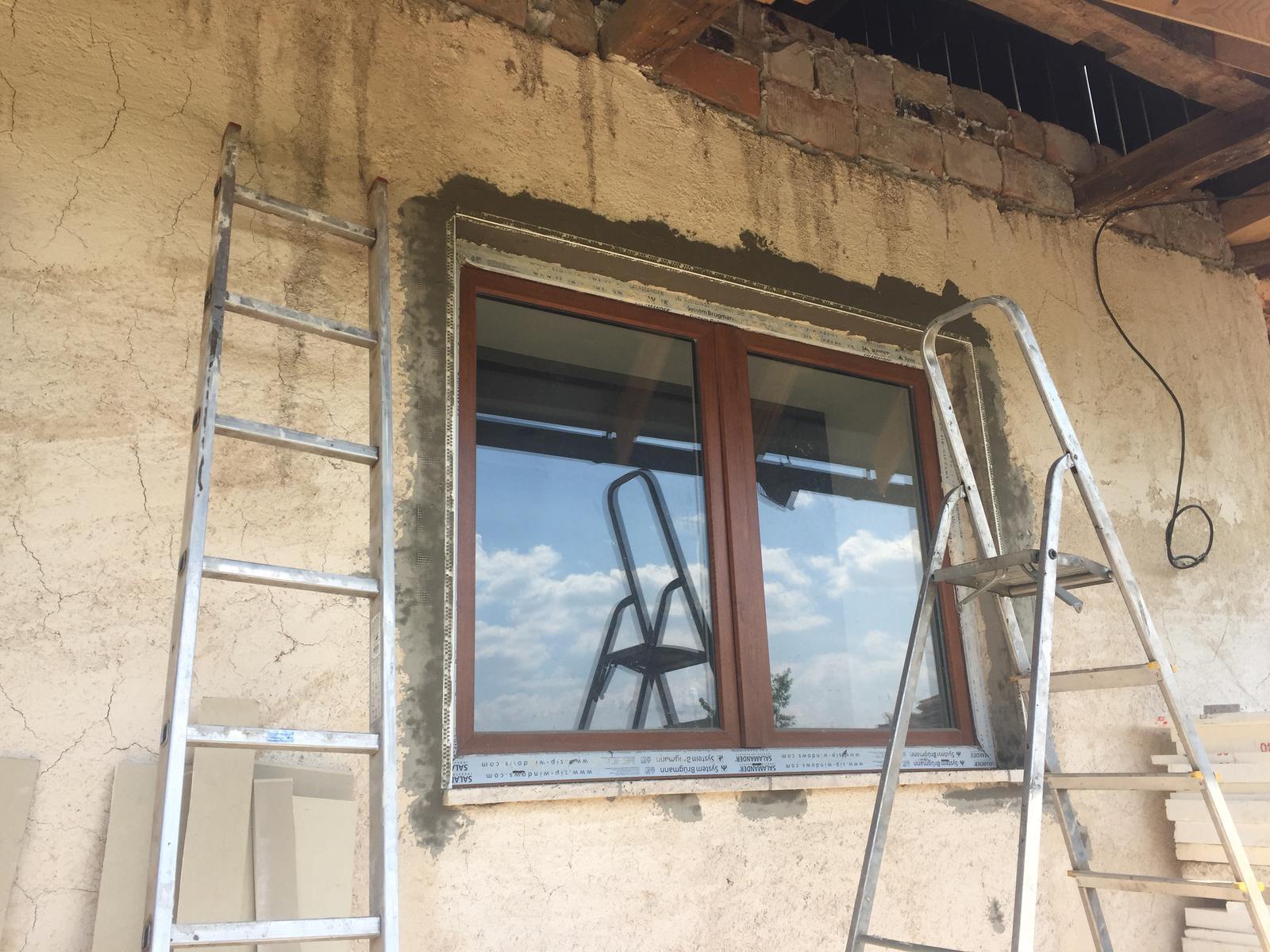 HACIENDA NAPOLI SEBECHLEBY - Pripravy na fasadu...rohy osadene