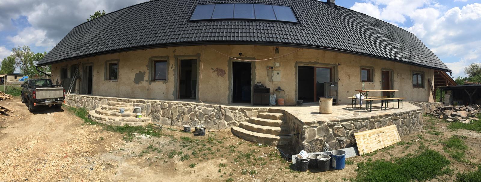 HACIENDA NAPOLI SEBECHLEBY - Okna a dvere pripravene na fasadu
