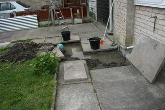 Tak nam prodali barak s ucpanym kanalem, jeste sem tece vsechna voda od sousedu. Benatky hadr.