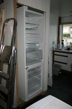 lednicka se vesla tak tak, jeste premontovat dvere na druhou stranu.