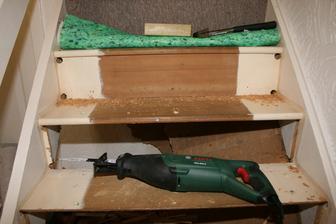 Zima se blizi, musime narezat nejake drivi. Betelna prace mistru, celkem fuska vyrezat a vysekat celicka.