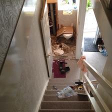A sadrokartonovy strop pribity hrebiky je dole!