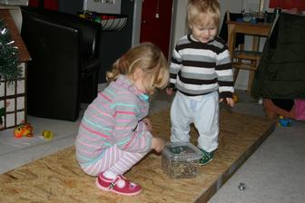 Vyroba tapetovaciho stolu v obyvaku, pro deti neuveritelna zabava.