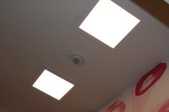 A je to 2x18W LED 20x20cm a svetla jako ve dne.