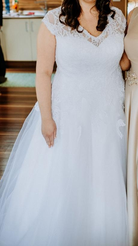 Svadobné šaty snehobiele - Obrázok č. 1