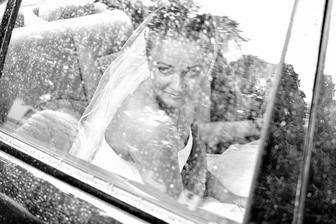 První oficiální fotka - v autě před obřadem