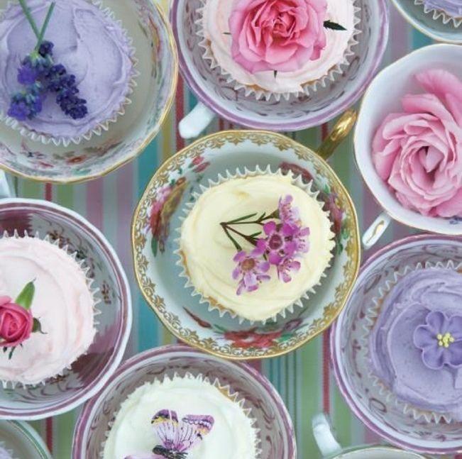 sladké svadobné inšpirácie... Naša svadba sa bude niesť v prírodnom kvetinovom duchu, takže i sladké dobroty by sme chceli dozdobiť kvetmi, či nechať vyniknúť v ich nahej krásne... zdroj inšpirácie pinterest - Obrázok č. 2