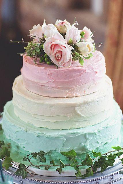 sladké svadobné inšpirácie... Naša svadba sa bude niesť v prírodnom kvetinovom duchu, takže i sladké dobroty by sme chceli dozdobiť kvetmi, či nechať vyniknúť v ich nahej krásne... zdroj inšpirácie pinterest - Obrázok č. 3