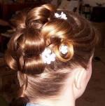 Rozhodla som sa predsa len pre vyčesané vlasy hore...Takže takéto niečo...:-)
