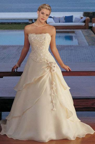 Isabella - Tak veeeľmi podobné svadobné šaty k týmto už mám rezervované...jupííí...:-)