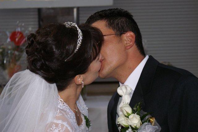 Isabella{{_AND_}}Peter - Môj svadobný účes... moja vysnívaná korunka.. a závoj zo spodu...do vlasov som už nechcela nič dalšie...:-)