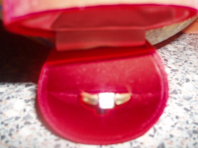 12.8.2006 - co uz mame - zásnubný prsteň