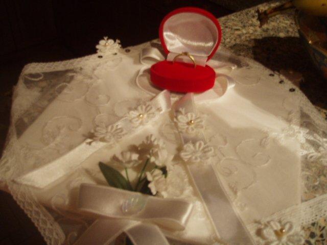 12.8.2006 - co uz mame - poduška s prstienkom