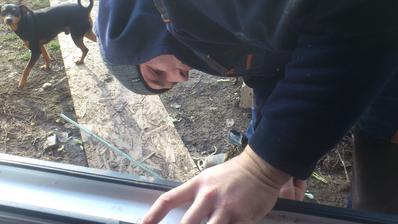 A vyberáme zlu PUR penu z okná :D máme zábavu