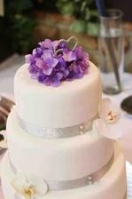 Náš dort, akorát květy budou jiné :)