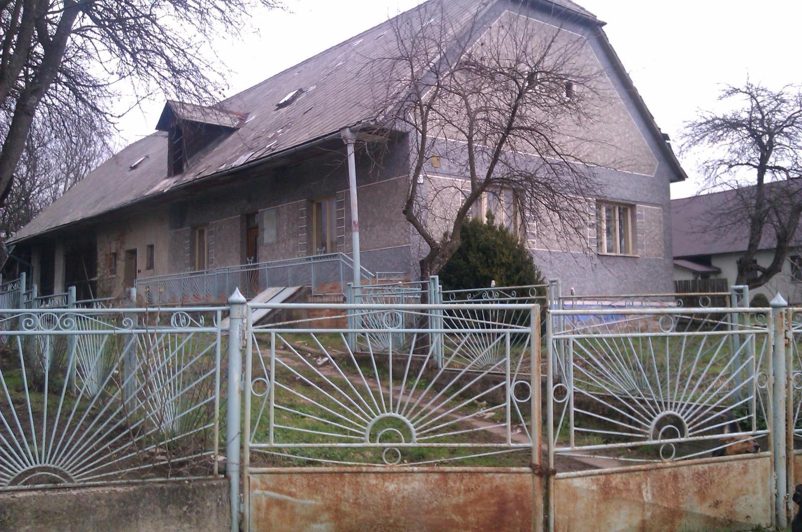 Rodinný dom v obci Ladomirová, okr. Svidník - Obrázok č. 1