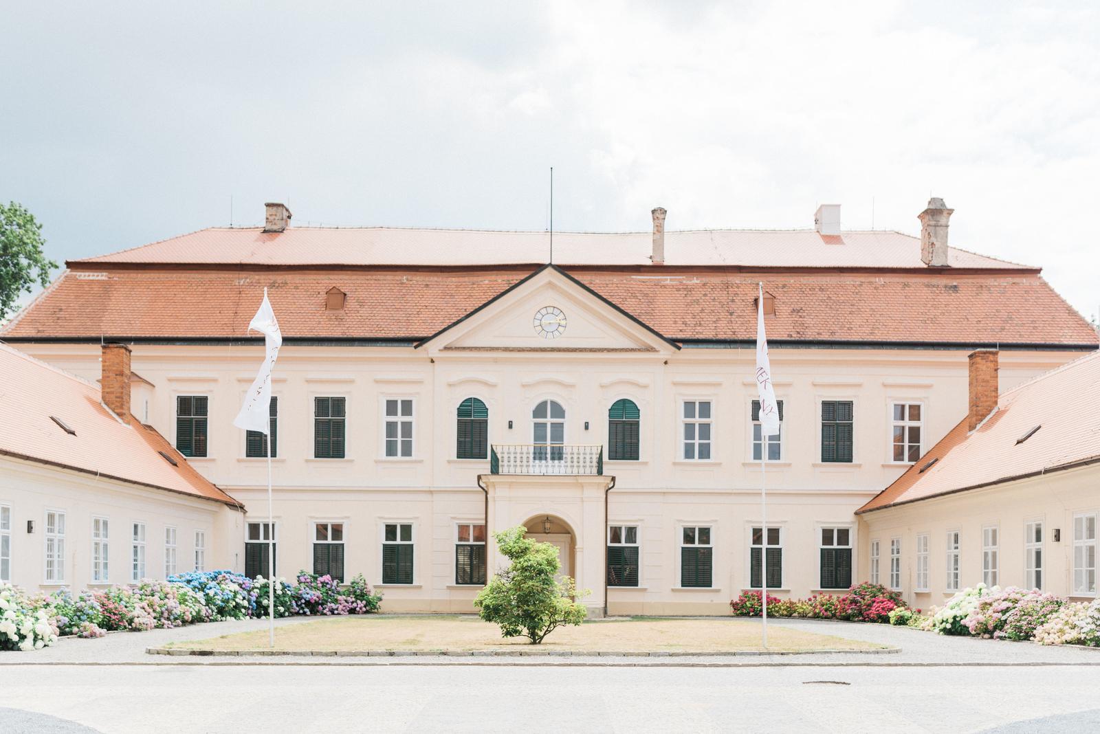 Simona{{_AND_}}Rudo - Zámek Dukovany, ČR