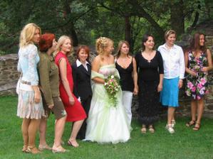všechny baby na svatbě