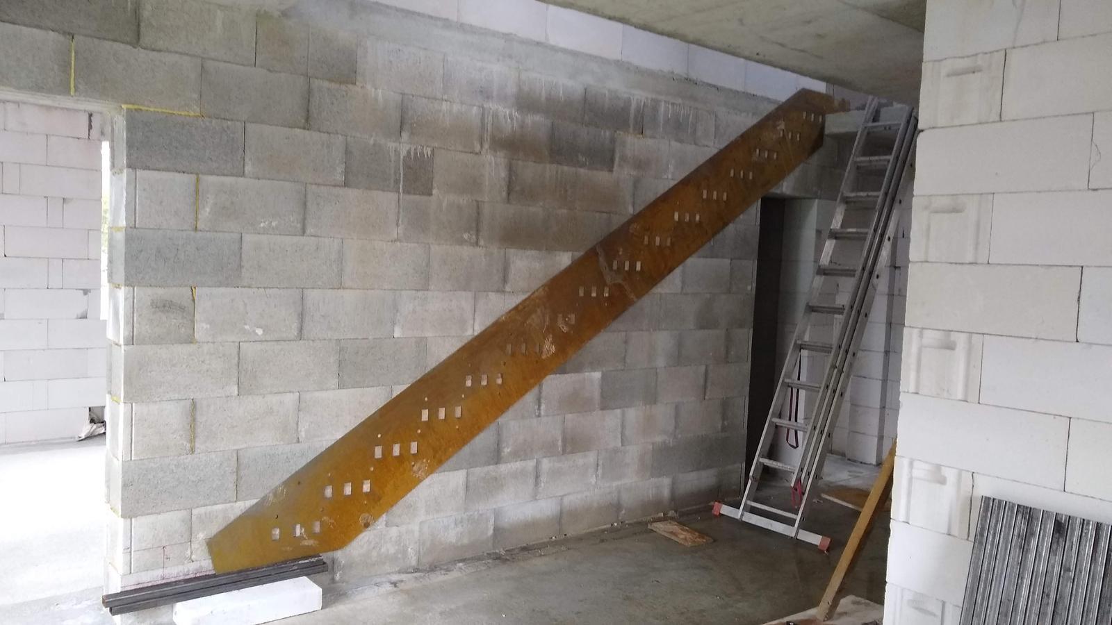 Konzolove schodisko (samonosne schody) - šablona pripravena z 2mm plechu (na zaznacenie spravnej vysky a otvorov na schodnice)