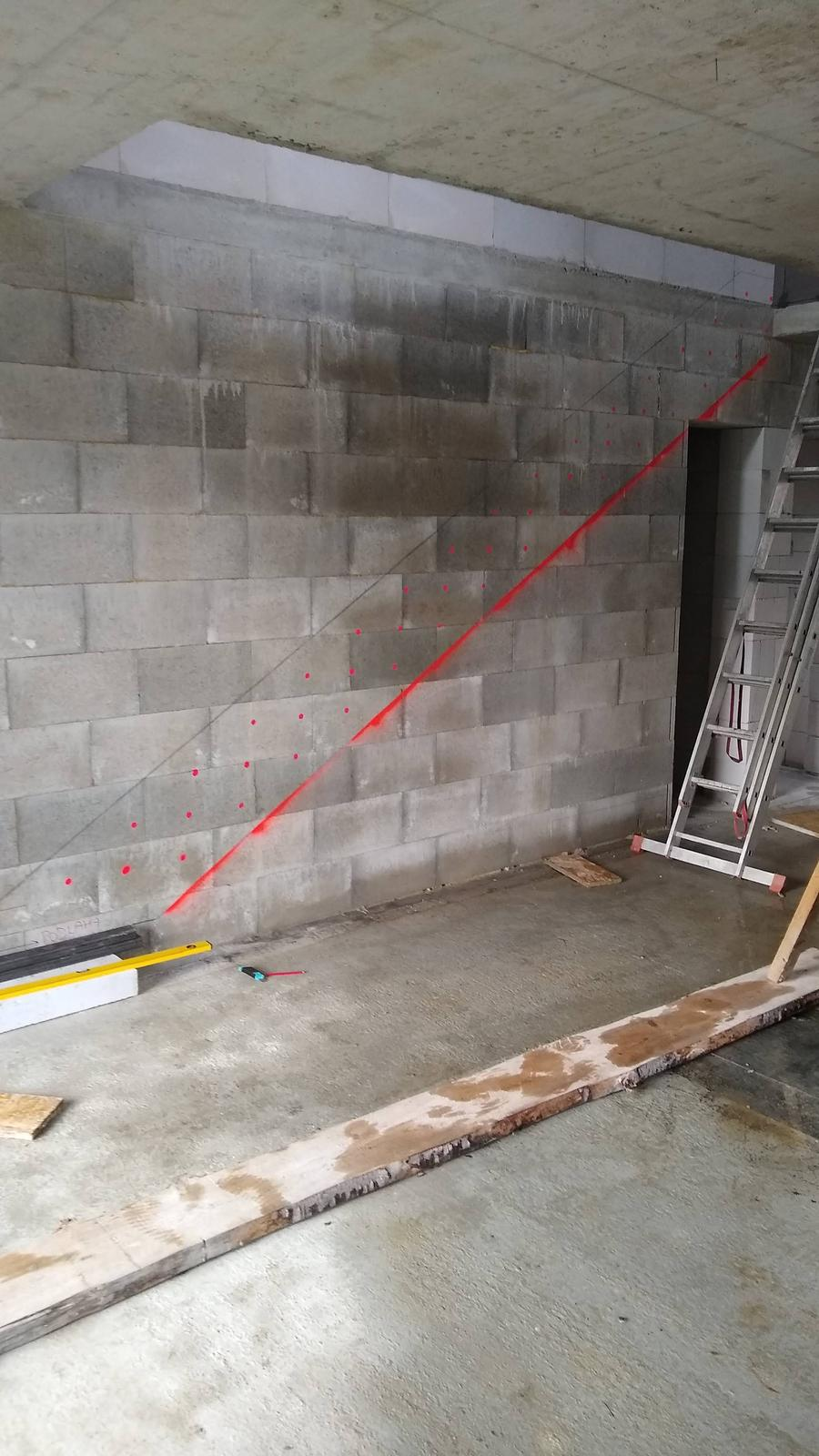 Konzolove schodisko (samonosne schody) - zaznacene, frezovanie a vrtanie dier moze zacat