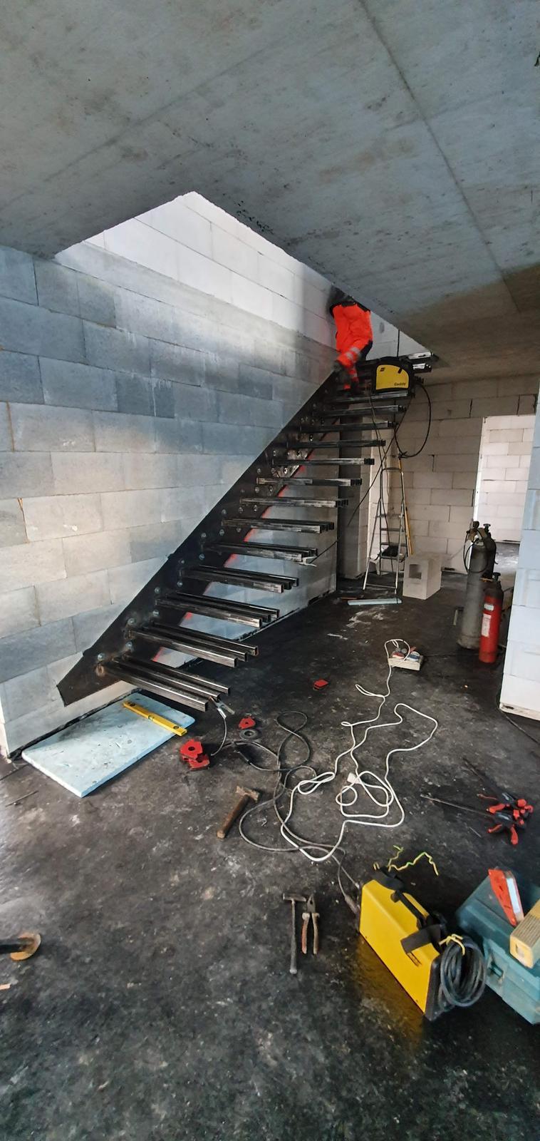 Konzolove schodisko (samonosne schody) - blizime sa k finale