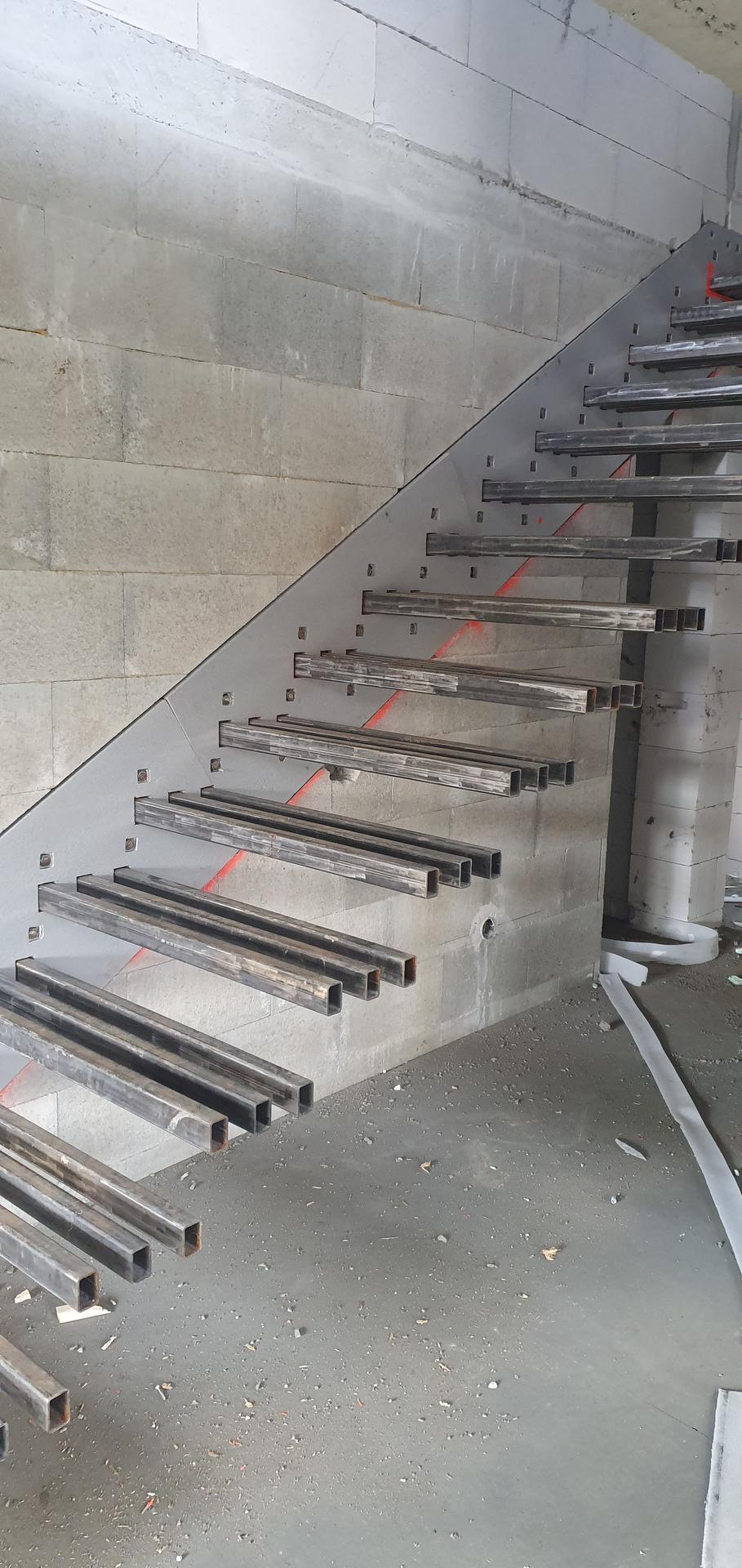 Konzolove schodisko (samonosne schody) - Skusaka ci sadne - XPS vyrezany presne podla šablony