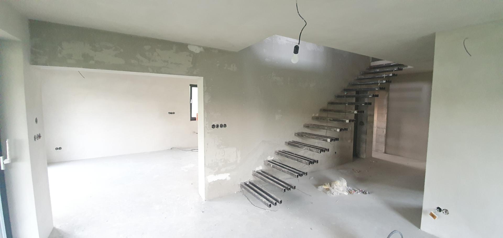 Konzolove schodisko (samonosne schody) - Stena pripravena na dekoracnu omietku