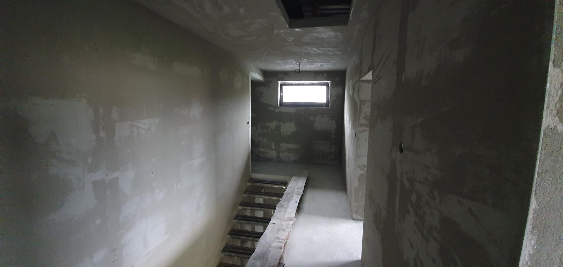 Konzolove schodisko (samonosne schody) - Omietka nahrubo