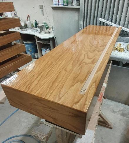 Konzolove schodisko (samonosne schody) - cersto natreta 2 vrstva. Po zaschnuti oleja schodnica bude matna / protismykova. Uz iba puzdro na led pasik a Ledky domontovat