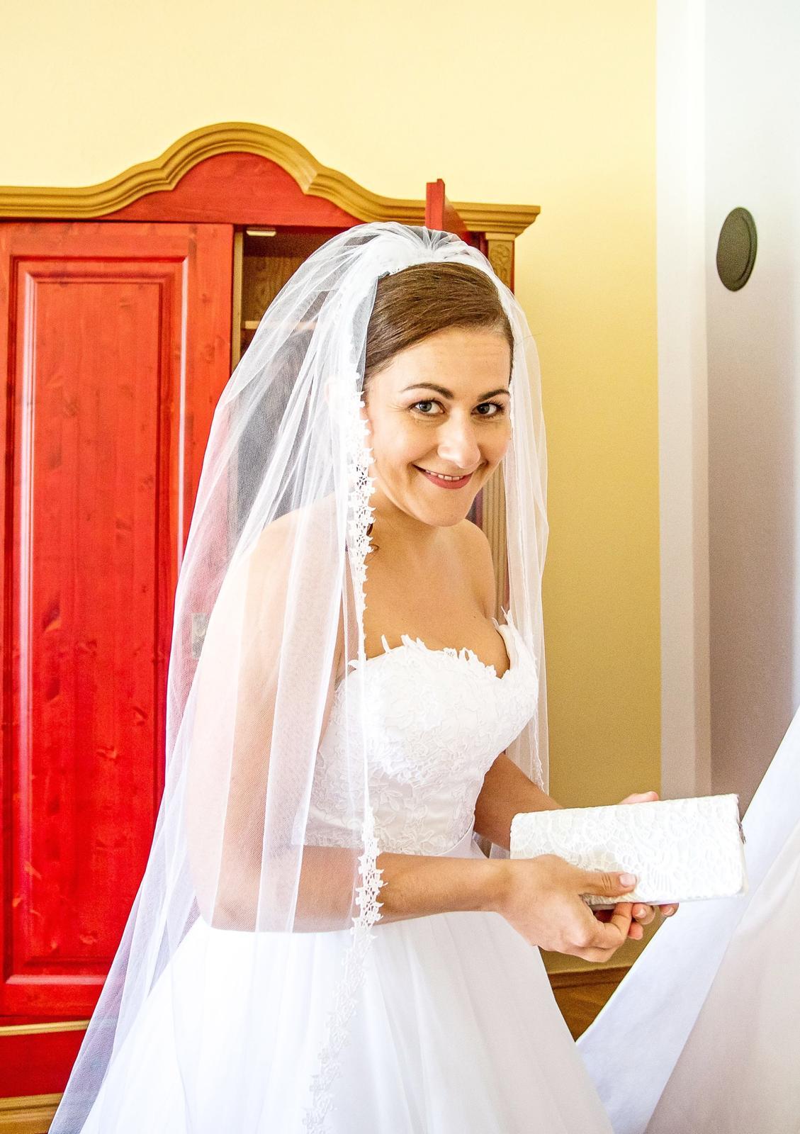 Bílé svatební šaty vel. 38-42 - Obrázek č. 1
