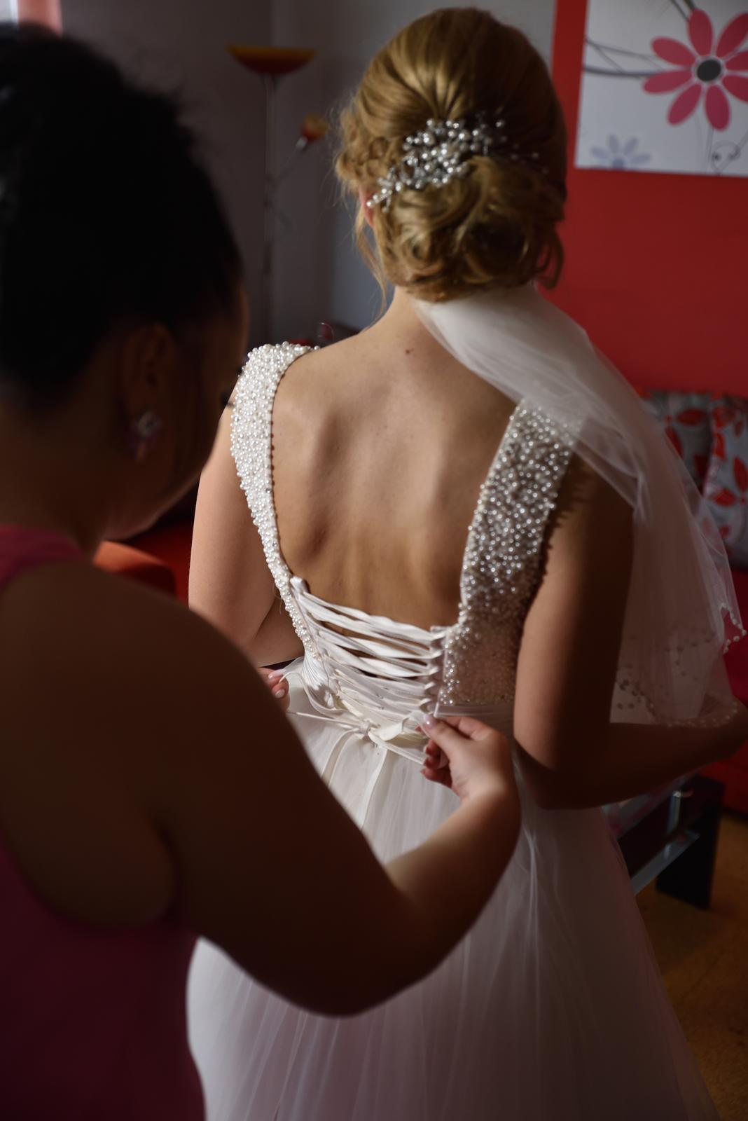 Perličkové svadobné šaty - Obrázok č. 3