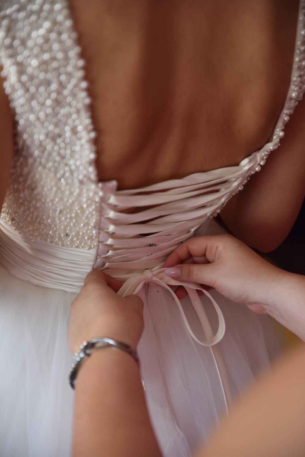 Perličkové svadobné šaty - Obrázok č. 4