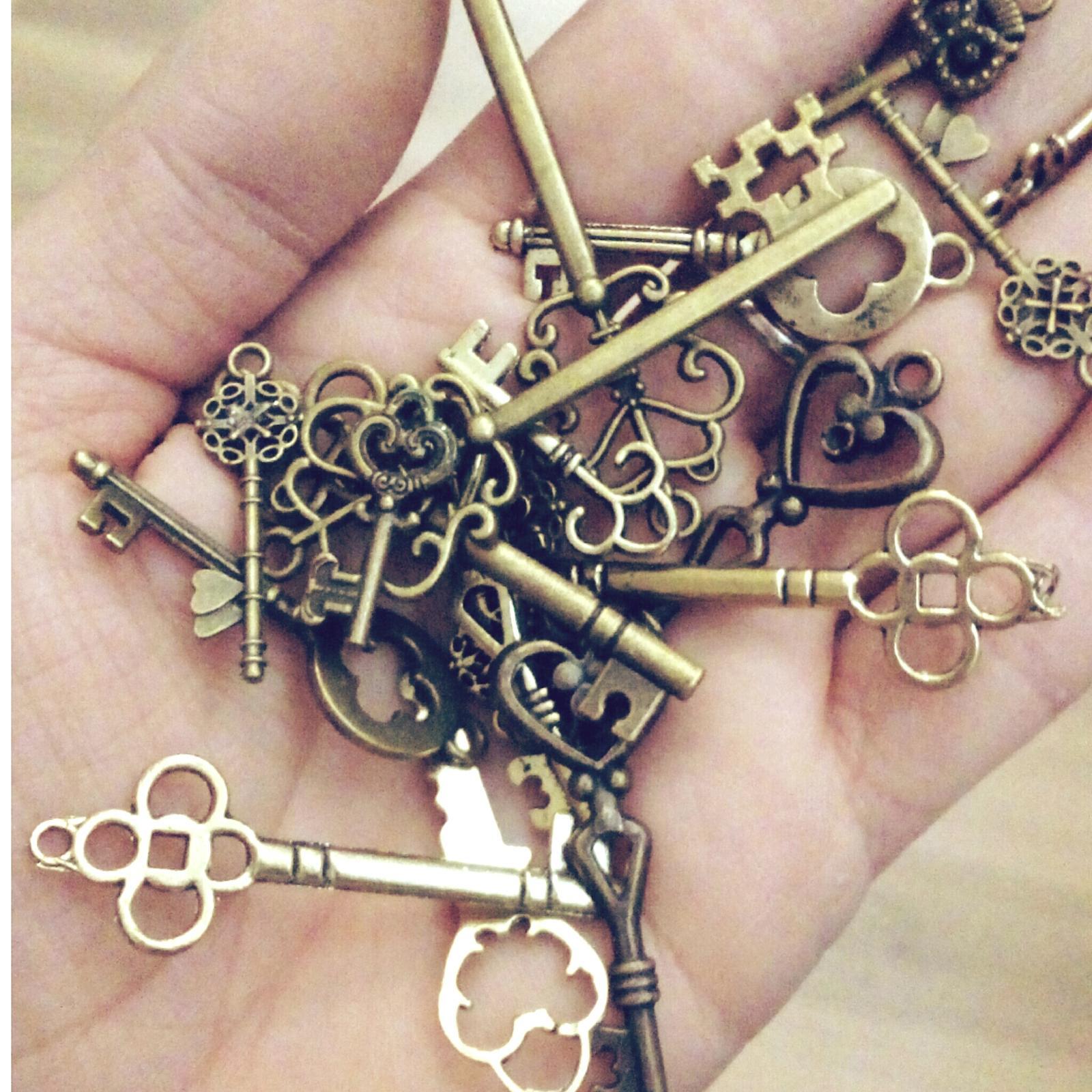 Všetko čo už máme - Kľúčiky ktoré budú na stoloch a tiež ich budem používať pri výrobe oznámení 😉😍
