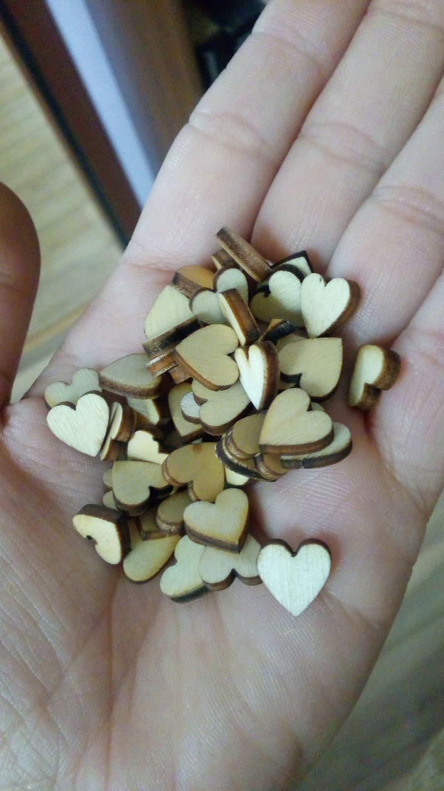 Všetko čo už máme - Krásne drevené mini srdiečka, ktoré budem dávať na pierka