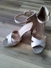 Neverím že som našla nejaké topánky čo mi sadli 😋
