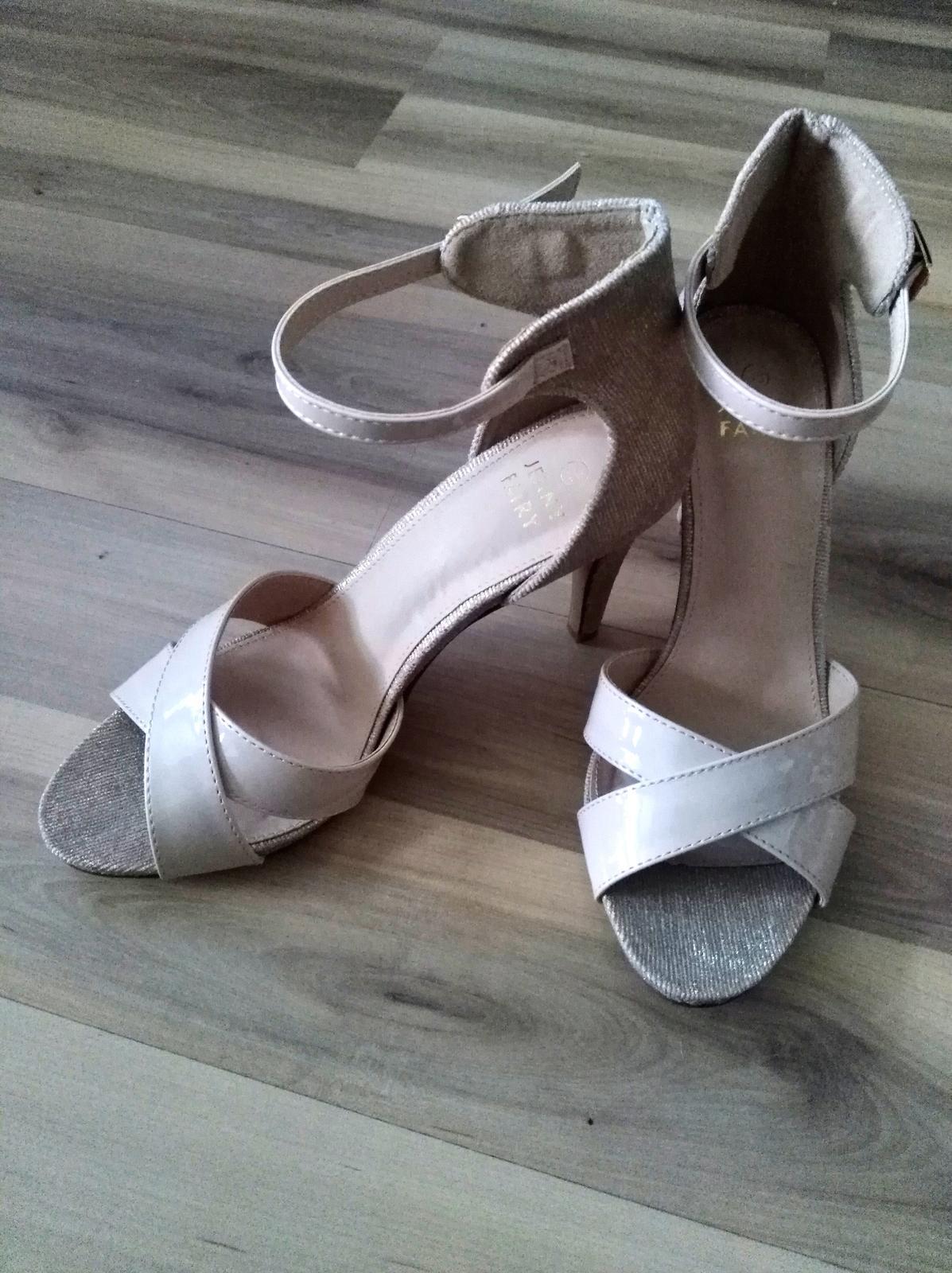 Všetko čo už máme - Neverím že som našla nejaké topánky čo mi sadli 😋