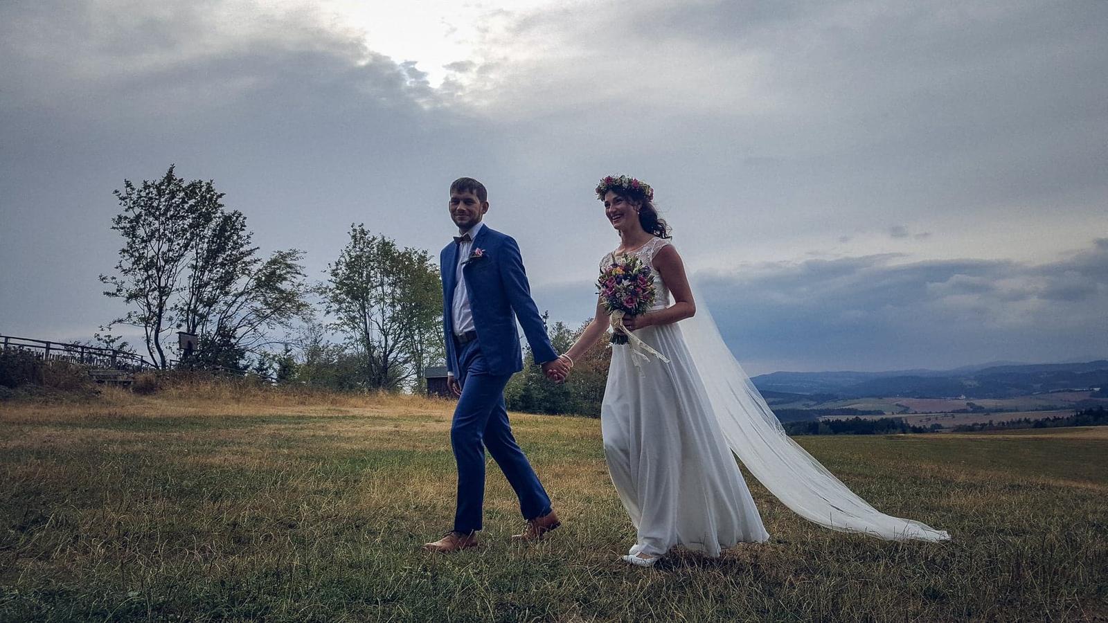 Lehké a pohodlné svat. šaty jako na vílu, 40 - 42 - Obrázok č. 1