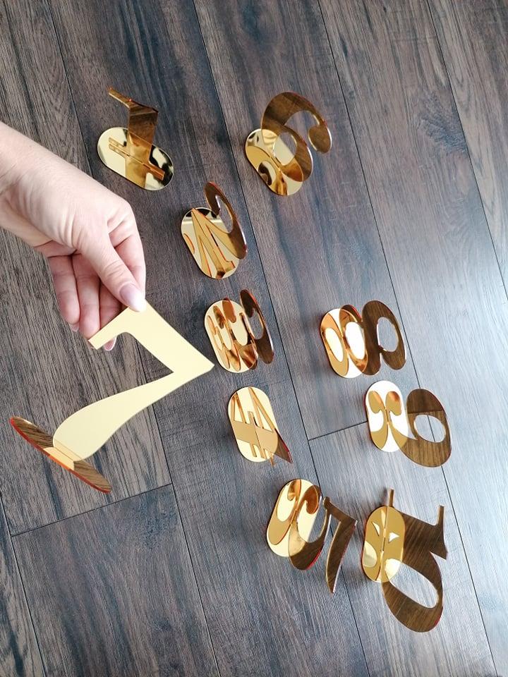 Elegatné zrkadlové čísla stolov - zlatá farba. - Obrázok č. 2