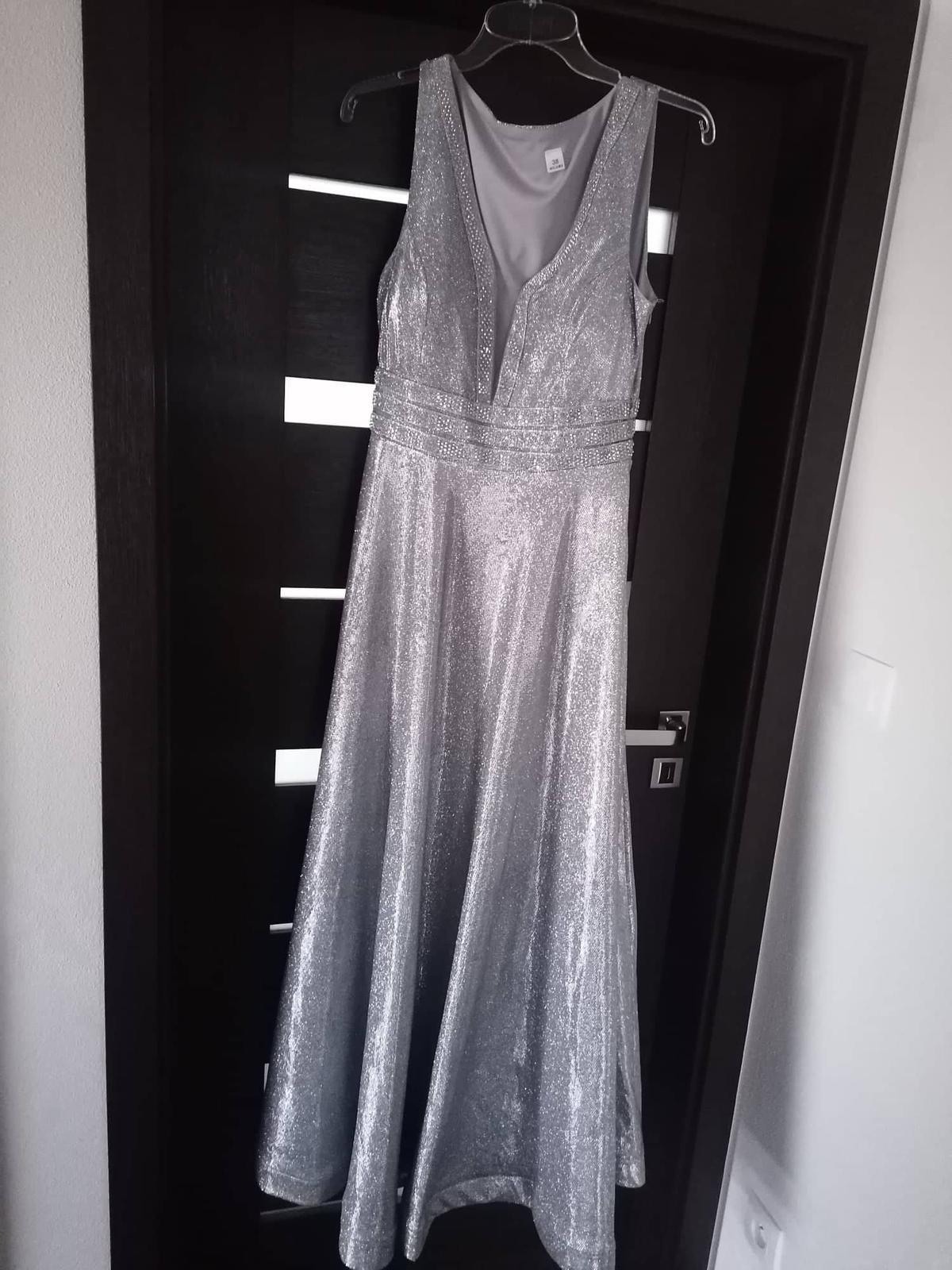 Krásne trblietavé spoločenské šaty. - Obrázok č. 1
