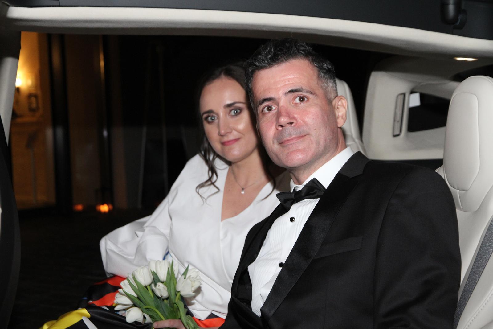 svadobnatesla - Navid & Mirka - náš 1. svadobný odvoz