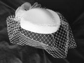 Luxusní klobouček s francouzským závojem / fasciná,