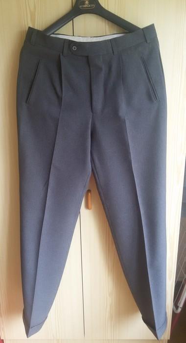 Tmavě šedý pánský oblek - Obrázek č. 3