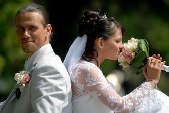 šťastní novomanželia