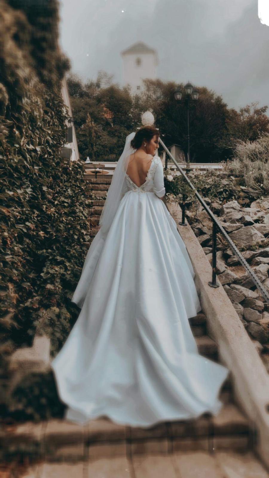 Predám svoje svadobné šaty - Obrázok č. 1