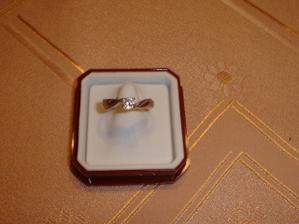 Tak to je můj zásnubní prstýnek:-)