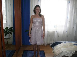 Nejlepší kamarádka a svědkyně v šatech v kterých půjde na svadbu:-)