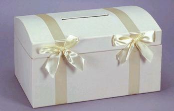 truhla na přáníčka popřípadě dary.-)
