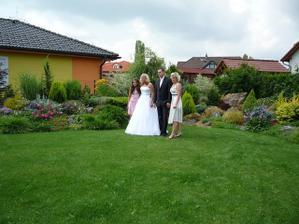 Sestra nevěsty a její dcera:-) moje neteř:-)