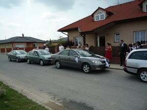 Takhle krásně vyzdobeným autikem jela nevěsta:-)