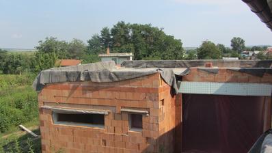 pohled z terasy na větší terasu